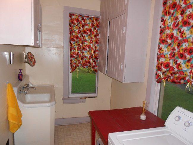 No-Sew Bathroom Curtains