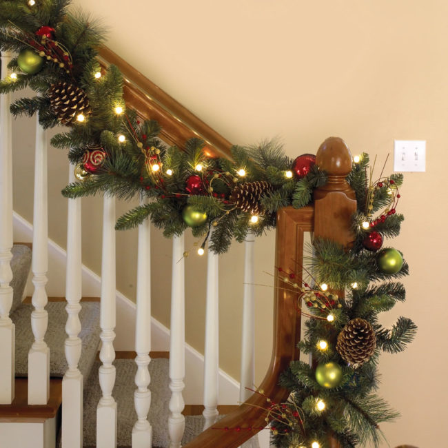 Pinecone Lighted Garland