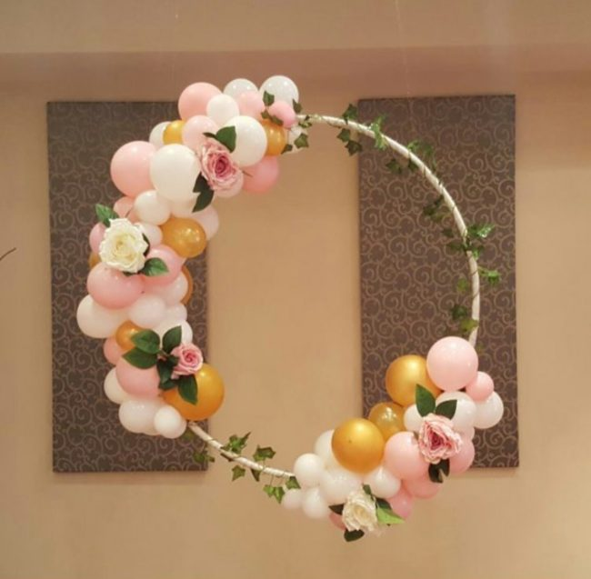 Artificial Christmas Wreaths with Balloons