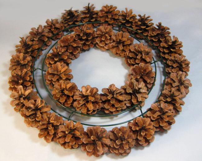 Easy Pinecone Wreaths