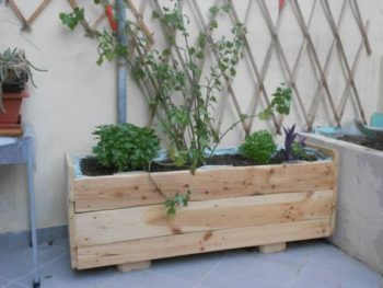 30 diy wood pallet planter ideas inhabit zone for How to make a flower box out of pallets