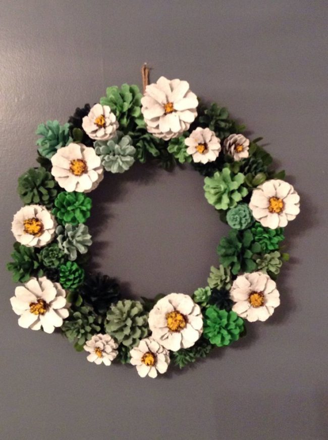 20 creative pine cone wreaths inhabit zone for Christmas decorations using pine cones