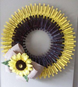 Clothespin wreath craft